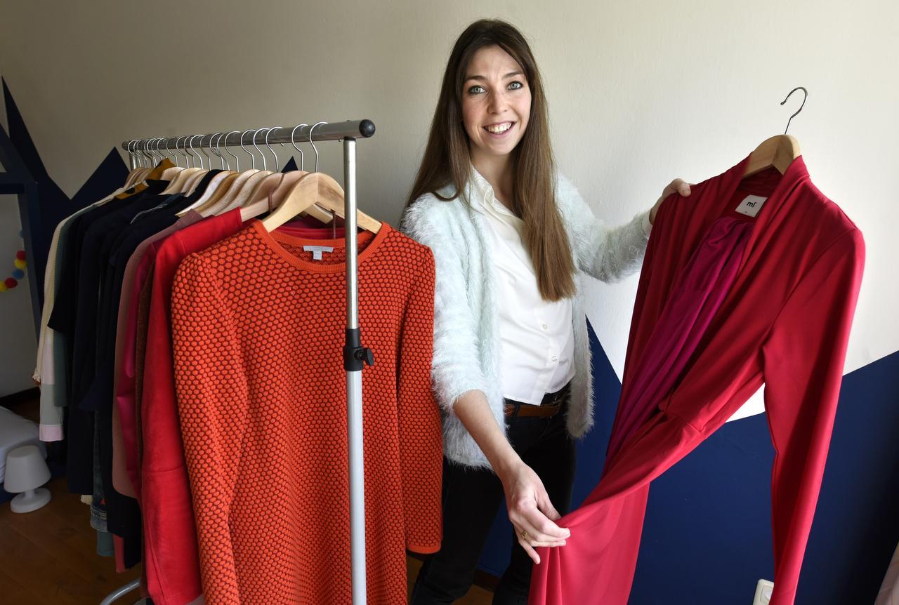 Ds. Anne-Meta Kobes-Gerritsen, die veertig dagen gaat vasten. In dit geval: van kleren kopen | Foto: Marchje Andringa, Friesch Dagblad